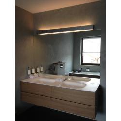 Koupelna umyvadlo a nábytek Antonio, světlo Viabizzuno Lupi.jpg